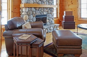 Cozy Gatlinburg vacation rental cabin with fireplace